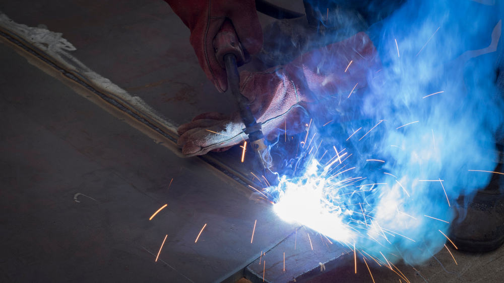 Alt text: FCAW is a commonly used wire feed pipe welding process for field use.
