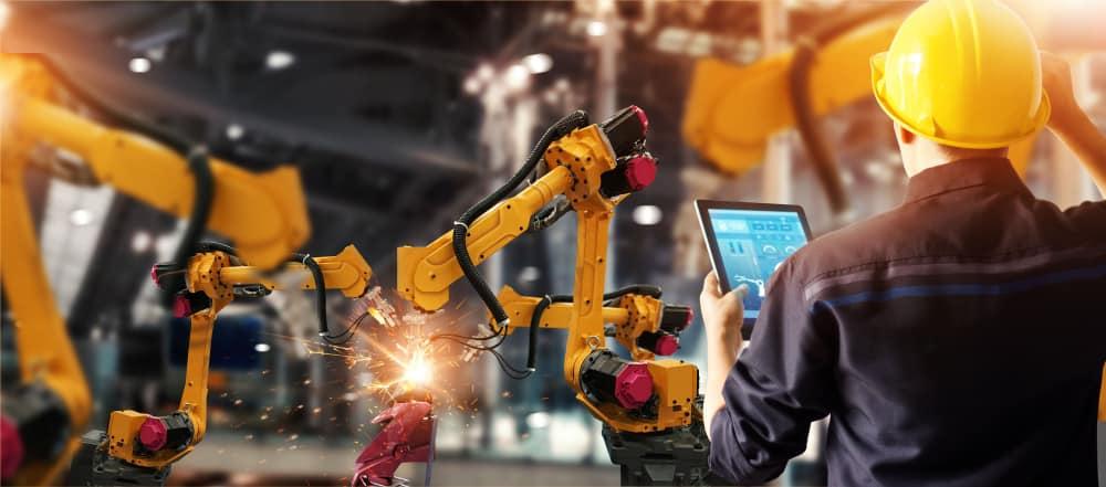 Smart welding robots at work
